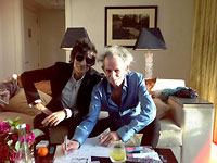 Keith + Ronnie, hanging out together in the Hotel in London before the premiere