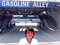 Rolling Stones Indianapolis, July 4, 2015 - Ronnie: Look what I've found!