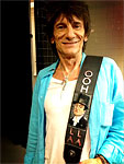 Before the show - Ronnie: 'Just been given a new guitar strap by Ed & Fred! We've arrived at Verizon Center for last gig in US before Glasto : )'