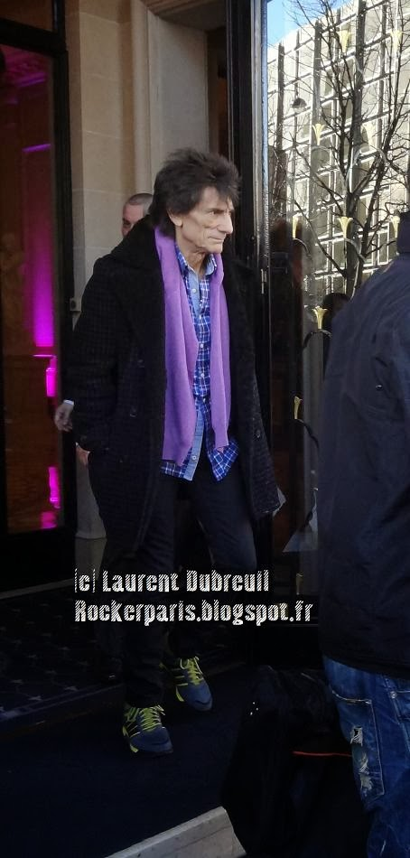 Ronnie heading for rehearsals in Paris, February 2014