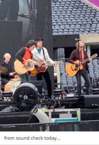 Looks like we get an acoustic set on the B-Stage today ...