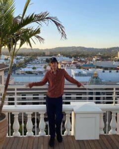 Mick relaxing in LA - October 13, 2021